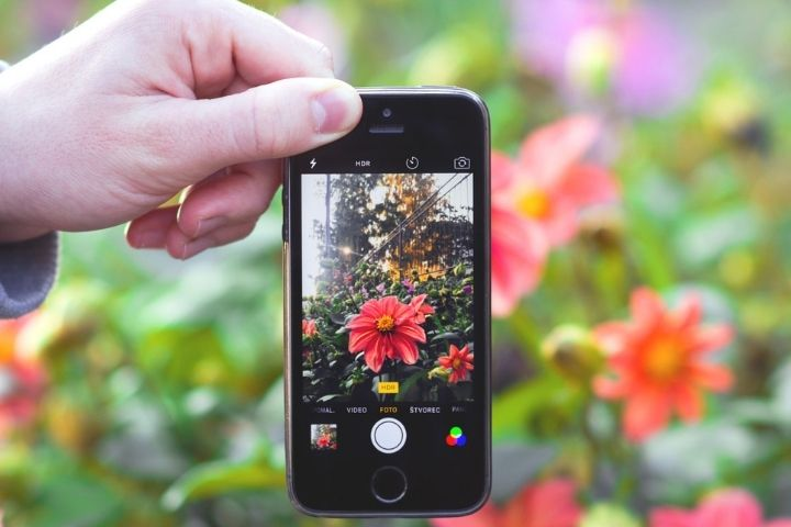 How To Invoke Advanced Photo Features On An iPhone?