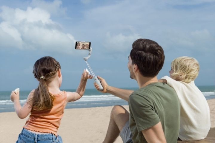 DJI OM5 brings cinematic telescopic stabilization to smartphones
